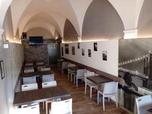 Vendesi pub pizzeria centro storico Pisa