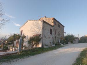 Porzione di rustico bifamiliare, Ancona