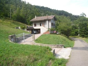 Casa indipendente su tre piani, in mezzo al bosco, Gaggio Montano, Bologna