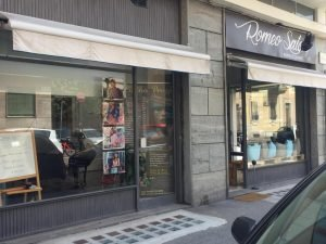 Parrucchiere con 4 vetrine in vendita a Torino