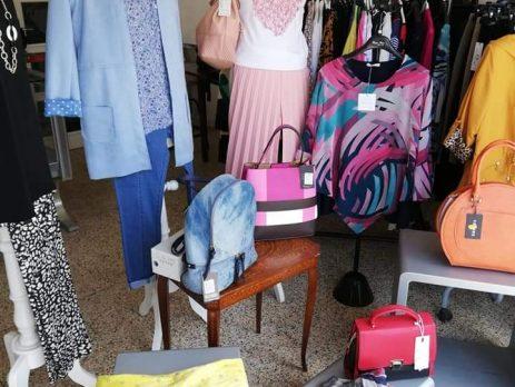 Cedesi negozio abbigliamento zona centrale di passaggio Modena