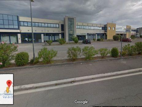 Negozio di 870 mq attaccato al centro commerciale Piediripa