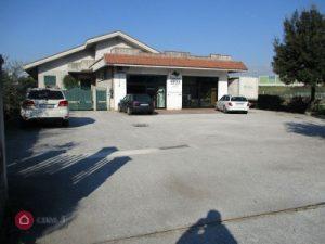 Negozio in vendita 350 mq con 100 mq di appartamento a Frosinone