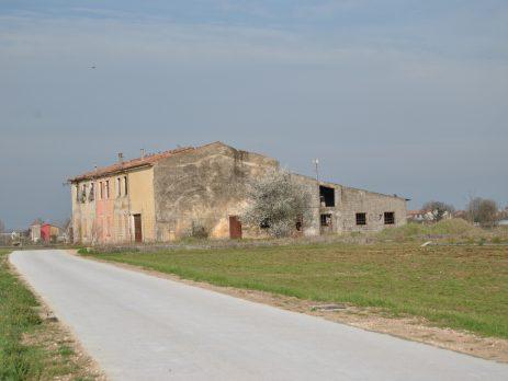 Vendo casale esposto a Sud di grandi dimensioni Verona, Castel d'Azzano