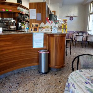 Albenga provincia di Savona vendesi Bar Caffetteria