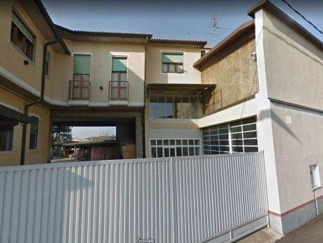Casa indipendente più magazzino e laboratorio, Dorno, Pavia