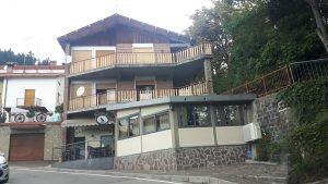 Villa di 3 piani con attività commerciale, Castelnovo ne' Monti, Reggio Emilia