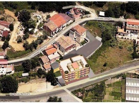 Vendesi immobile con terreno edificabile, Cosenza