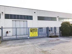 Capannone 700 mq in affitto o vendita a Lonato del Garda, Brescia
