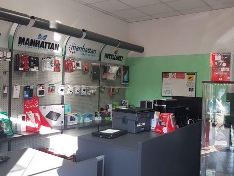 Cedesi attività vendita e assistenza computer e telefonia, Novara