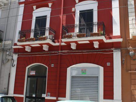 Favoloso locale commerciale bilivelli mq 250, affitto € 700 mensili, centro Bari