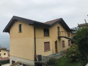 Vendesi casa indipendente, 3 piani, a Rezzago, Como
