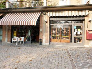 Tabaccheria familiare in vendita a Soliera, Modena