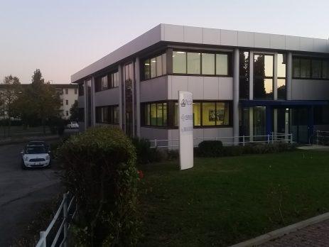 Immobile indipendente con parcheggio privato uso commerciale e/o direzionale, Vinci, Firenze