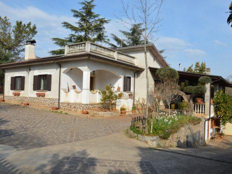 Villa immersa nel verde, Castrovillari, Cosenza