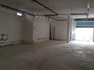 Locale seminterrato uso deposito, di 220 mq, in vendita a Lesina, Foggia