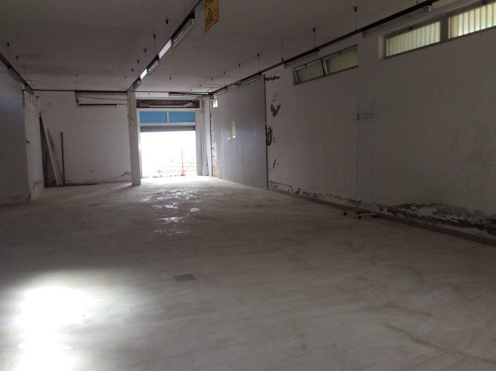 Locale seminterrato uso deposito, di 220 mq, in vendita a ...