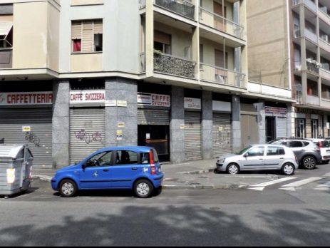 Vendesi Negozio con 5 vetrine, locale commerciale, Torino