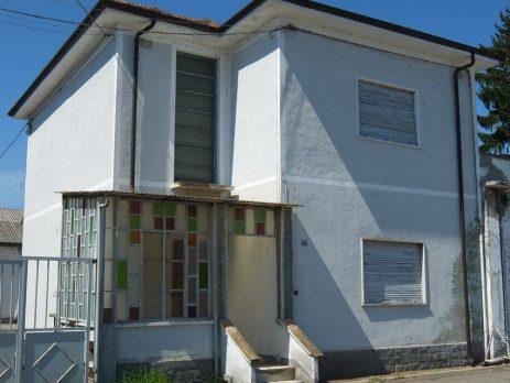 Vendo capannoni e magazzini con casa privata, parcheggi e terreno, Palazzolo Vercellese, Vercelli