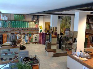 Cedesi negozio di calzature e pelletteria, Biassono, Monza e della Brianza