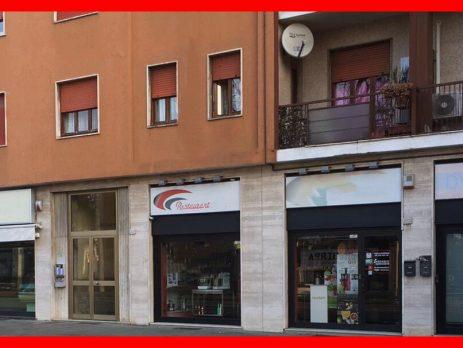 Vendesi immobile commerciale, negozio, Legnano, Milano