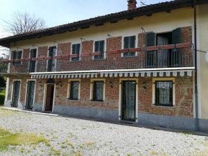 Casale, centro paese, immerso nel verde, Castagneto Po, Torino