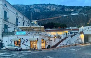 Vendesi ristorante, e contratto rent to buy di immobile prestigioso, Vietri sul Mare, Salerno