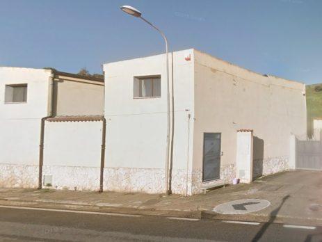 Capannone di 200 mq con appartamenti, Sanluri, Medio Campidano