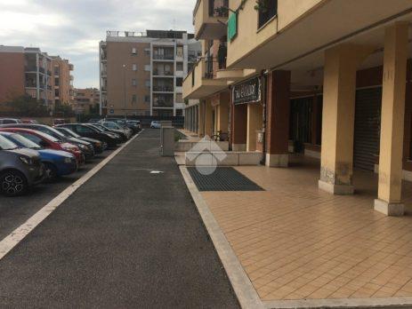 Locale Commerciale, Centro commerciale Petrocelli, Roma – 252 m2