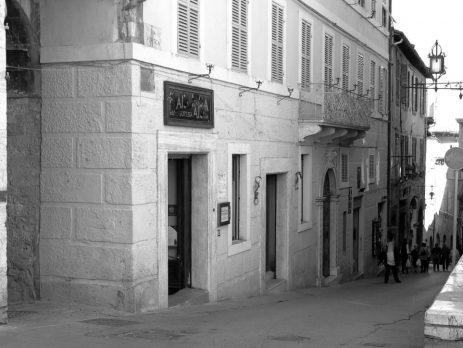 Vendo prestigioso locale commerciale, Assisi, Perugia