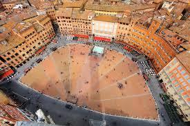 Vendesi attività commerciale, enoteca e prodotti tipici, in centro storico a Siena
