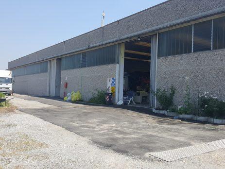 Vendo affitto capannone 1000 mt più area di 15000 edificabile, Torre Pallavicina, Bergamo