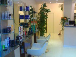 Attività commerciale parrucchiere, con arredi, Prato