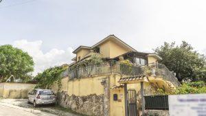 Villetta con tre unità abitative, Sant'Angelo Romano, Roma