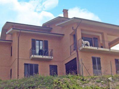 Spaziosa villa con giardino tra le colline marchigiane, Morro d'Alba, Ancona