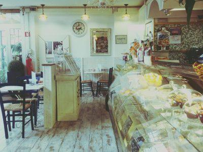 Bar, caffetteria, con cucina in vendita a Brescia
