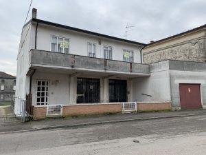 Abitazione con negozio in Veneto Fratta Polesine, Rovigo