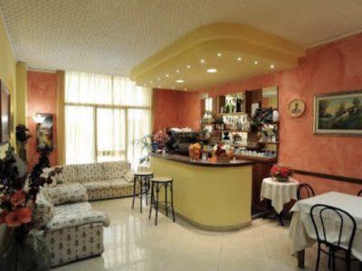 Hotel 32 camere con ristorante, zona centrale di Montecatini Terme