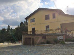 Palazzina con 3 appartamenti più capannone industriale, Cremolino, Alessandria